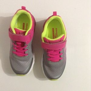 Saucony girls sneakers (gray & pink)